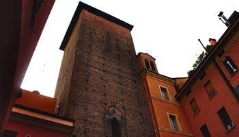 Le 6 vie più caratteristiche di Bologna in cui passeggiare - Via degli Orefici - Corte Galluzzi