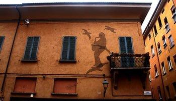 Le 6 vie più caratteristiche di Bologna in cui passeggiare - Via degli Orefici - Via d'Azeglio