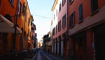 Le 6 vie più caratteristiche di Bologna in cui passeggiare - Via del Pratello