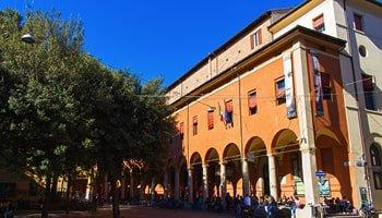 Le 6 vie più caratteristiche di Bologna in cui passeggiare - Via Zamboni
